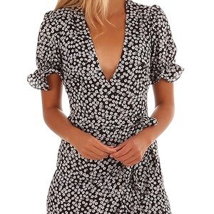 Dresses & Skirts - Floral Wrap Ruffle Dress